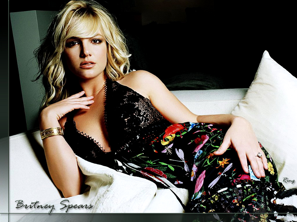 http://www.rexwallpapers.com/images/wallpapers/celebs/britney-spears/britney_spears_384.jpg